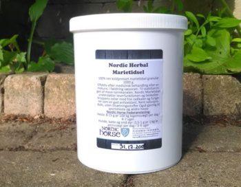 """Nordic Marietidsel har en høj andel af biologisk tilgængeligt flavanoid, silymarin som understøtter leveren. Marietidsel er et godt supplement til heste med behov for at få """"at rense ud i systemet"""" - fx efter en periode med belastning af lever, nyre og metabolismen generelt."""